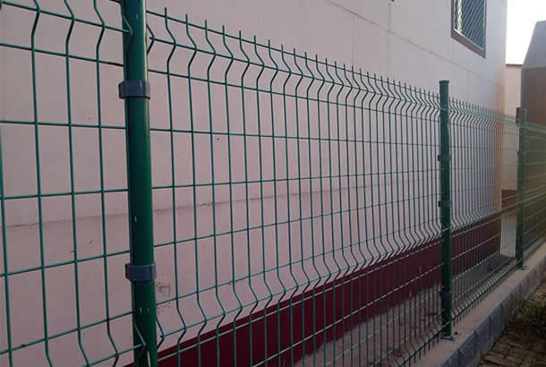 Welded Wire Mesh Fence High Strength Fine Steel Beautiful